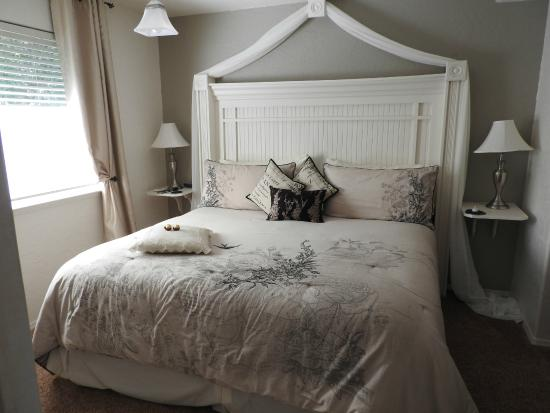 Carriage Vineyards Bed & Breakfast: Our bed