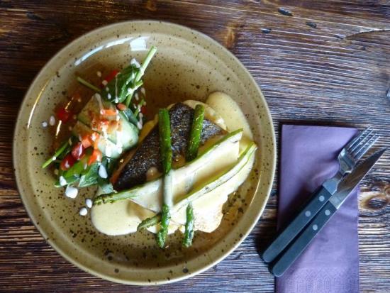 Bryggjan: stir fried cod, matched potatoes, sauce bernaise and asparagus