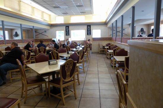 Crown Burgers: 店内の様子