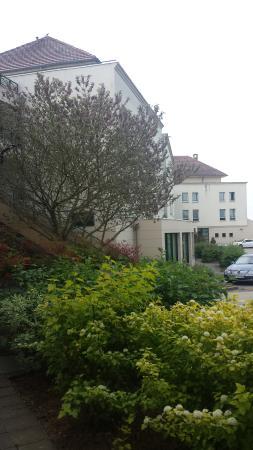Premiere Classe MLV - Bussy Saint Georges: omgeving hotel is prima. en veilig.
