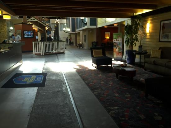BEST WESTERN PLUS Bandana Square: lobby area
