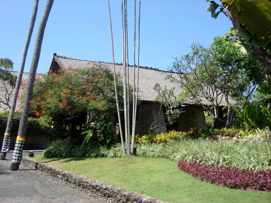 Garden Tour at Bali Hyatt: The Entry