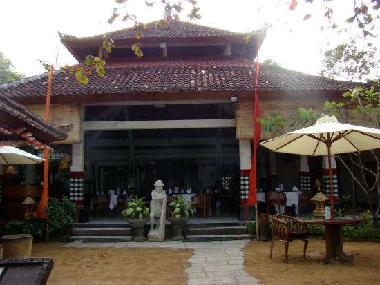 Garden Tour at Bali Hyatt: Entrance