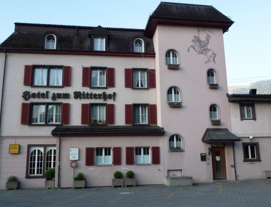 Hotel zum Ritterhof: Entrance from the parking lot