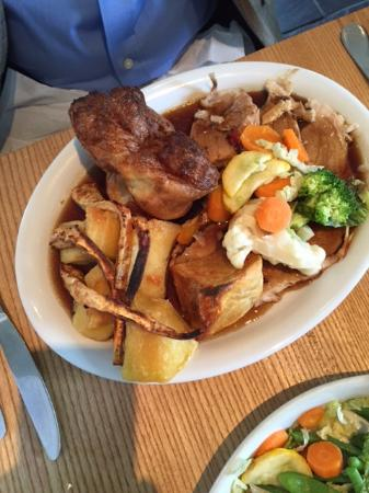 Gorran, UK: Big plate of Sunday pork roast