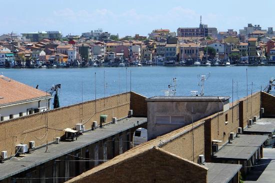 Hotel Clodia : Vue depuis le 4ème étage sur Sottomarine au  fond