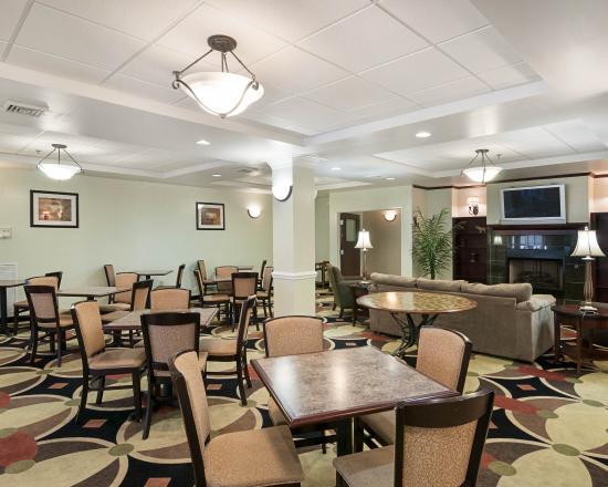 Comfort Suites: VABREAKFASTSEATING