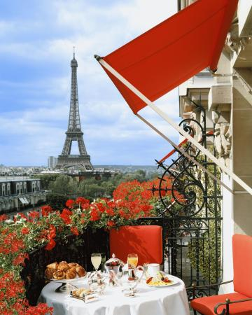 Hotel Plaza Athenee: Unique view on the Eiffel Tower