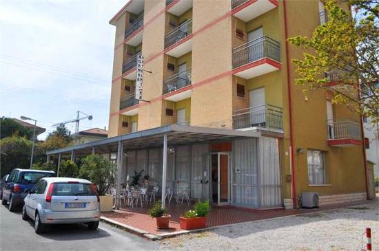 Be hotel prices reviews rimini miramare italy - Bagno 144 miramare ...