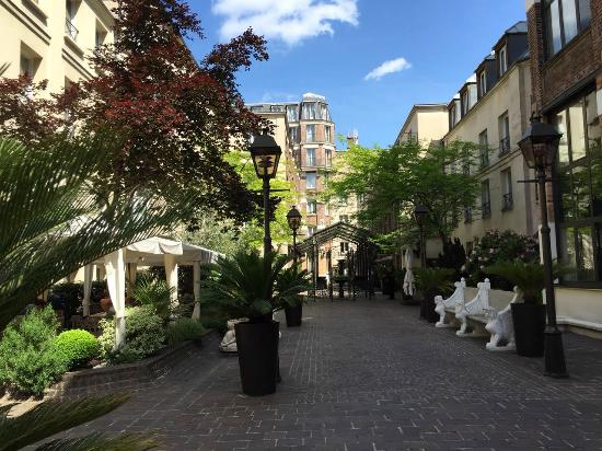 the courtyard picture of hotel les jardins du marais paris tripadvisor. Black Bedroom Furniture Sets. Home Design Ideas