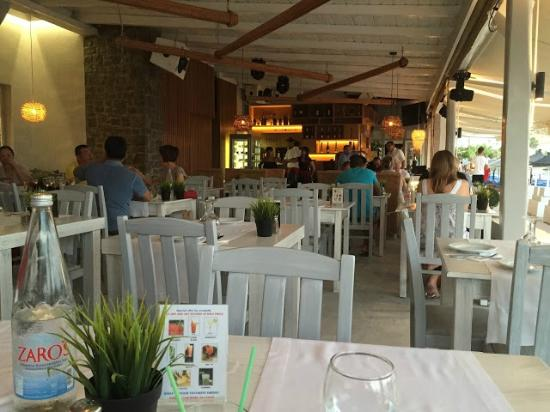 KOSMOPLAZ Restaurant: Salle de restaurant du Yefsi