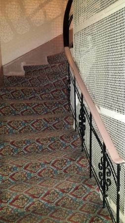 โรงแรมอิเพ็คปาลาส: Escalera a habitaciones