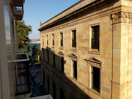 Hotel Asturias: Vista para la playa de san Lorenzo