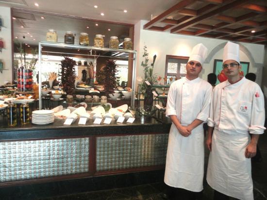 24/7 Restaurant - The Lalit Mumbai : Chef Vivek & Chef Amit