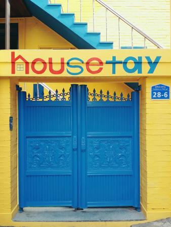Housetay: entrance