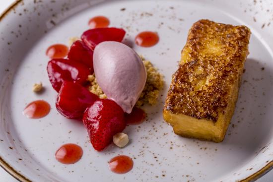 KOLLAZS - Brasserie & Bar: FRENCH TOAST Strawberry Ice Cream