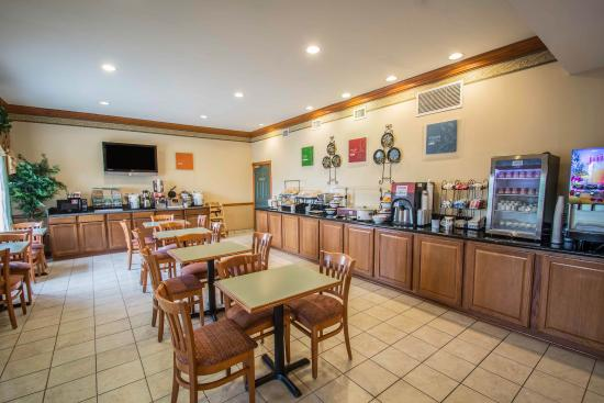 Comfort Inn & Suites: Breakfast