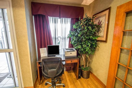 Comfort Inn & Suites: Business Center