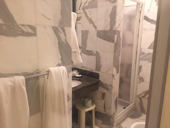 Bagno Aperto In Camera : Camera bagno e spazio all aperto foto di la colonnina hotel