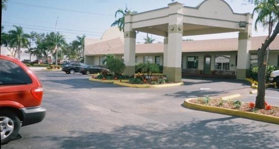 Haven Hotel Pompano Beach: Front Exterior