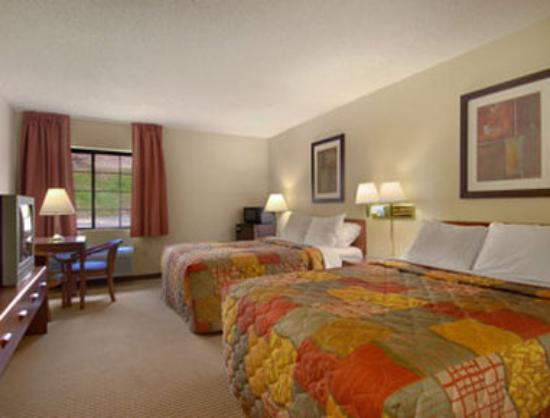 Days Inn Iron Mountain: Standard Two Queen Bed Room