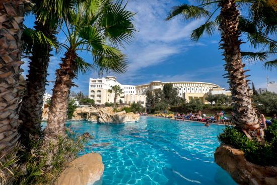 Medina Solaria & Thalasso: Vue générale Hotel piscine extérieure
