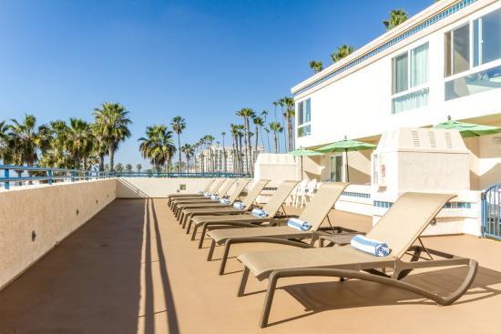 Southern California Beach Club: Pool Side