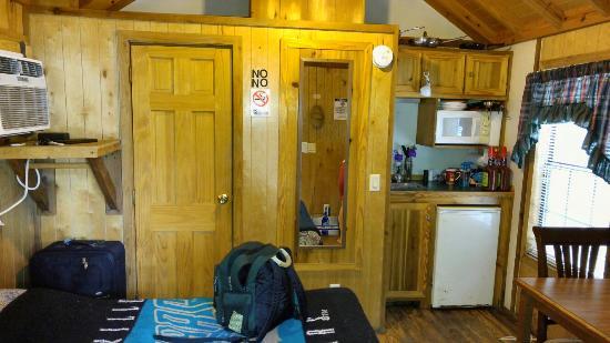 Sawmill Camping Resort: Cabin 20