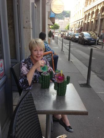 Hotel des Artistes: Happy wife just outside hotel