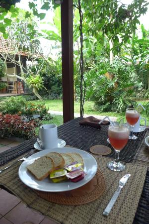 Baruna Sari Villa: Breakfast time
