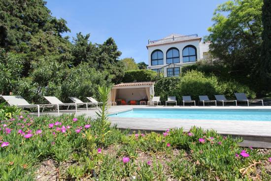 L'Avila Cassis : The house from the pool