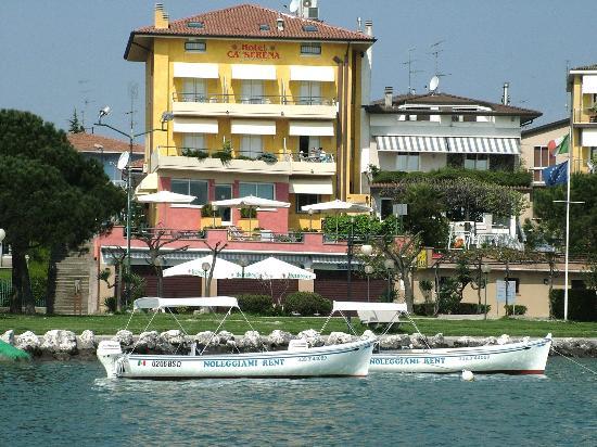 Ca' Serena Hotel: Facciata dal lago