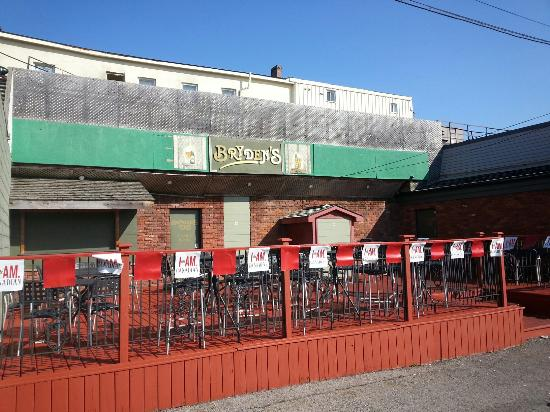 Bryden's Pub: Back Patio