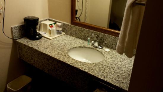 Days Inn Breezewood: Sink