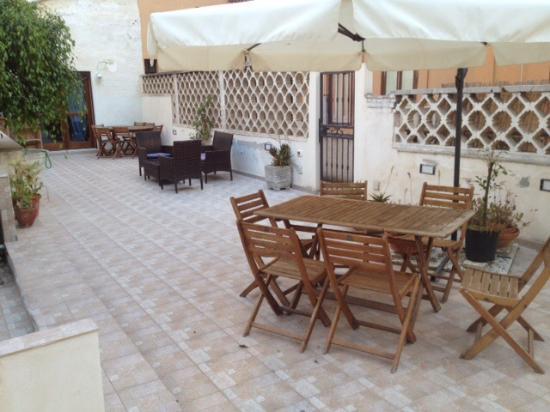 Guesthouse Garibaldi: Porzione di terrazzo