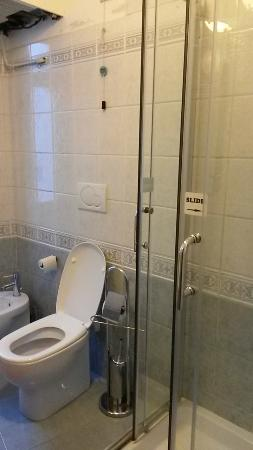 Hotel Papa Germano: The shared toilets / showers are clean