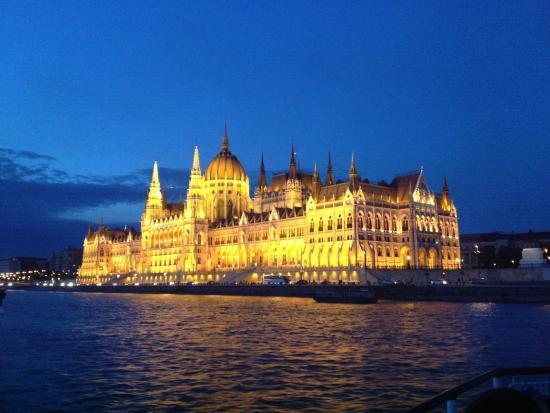 Κοινοβούλιο: Φωτό μέσα από κρουαζιέρα.