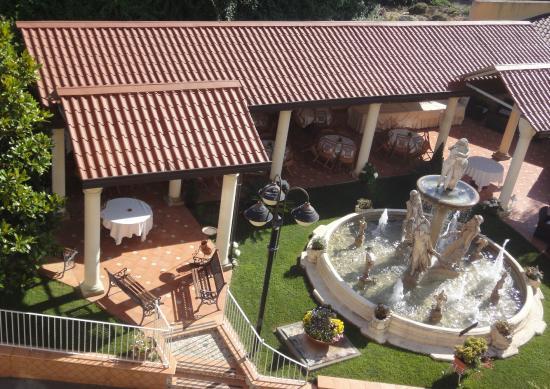 Hotel Il Castello : Le coin détente et repas extérieur