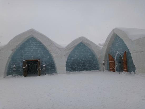 Hotel de Glace Ice Bar: Cool place