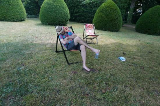 Vernou-sur-Brenne, Γαλλία: My hubby taking a nap on a sunny Sunday morning