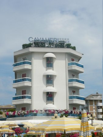 Cavalieri Palace: View of hotel from beach