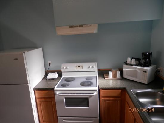 Pinn Road Inn & Suites: room suite came with full size kitchen