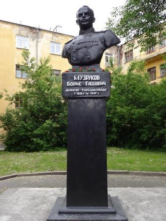 Muzrukov Statue