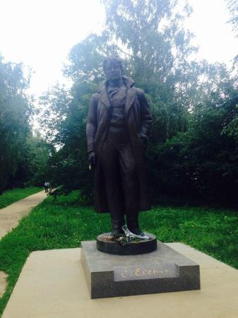 Konstantinovo, Russia: Памятник Сергею Есенину
