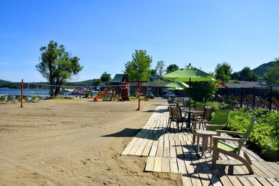 Scotty's Lakeside Resort: Beach and Volleyball