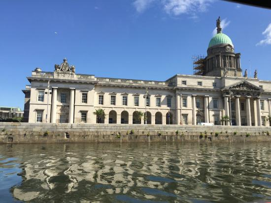 Dublin Discovered Boat Tours: Customs house - River Liffey
