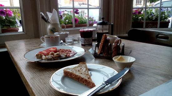 Browns Guest House : Breakfast