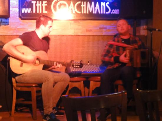 The Coachman's Bar & Restaurant: Michael O'Brian am Akkordeon