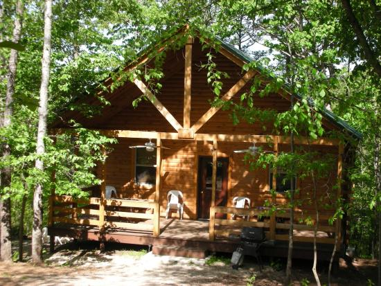 Eminence Cottages & Campground: Log Cabin in the woods