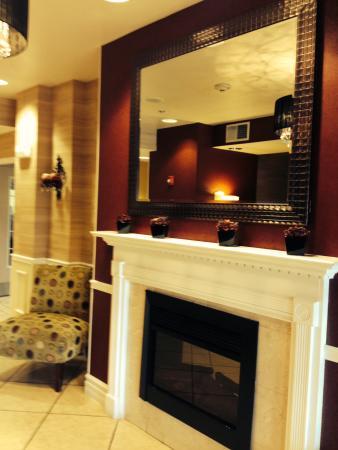 Holiday Inn Express Hotel & Suites Tucumcari: Beautiful entryway